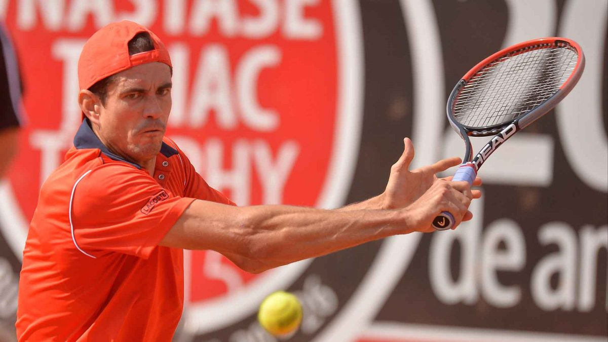 Guillermo Garcia-Lopez beat Lukas Rosol 6-4, 7-6(7) on Friday in a reverse of the 2013 final result.