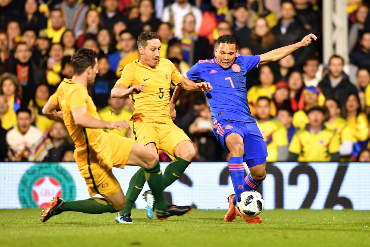 Australia's midfielder Mark Milligan (C) vies with Colombia's striker Carlos Bacca during the International friendly football match between Australia and Colombia at Craven Cottage in London on March 27, 2018. / AFP PHOTO / OLLY GREENWOOD