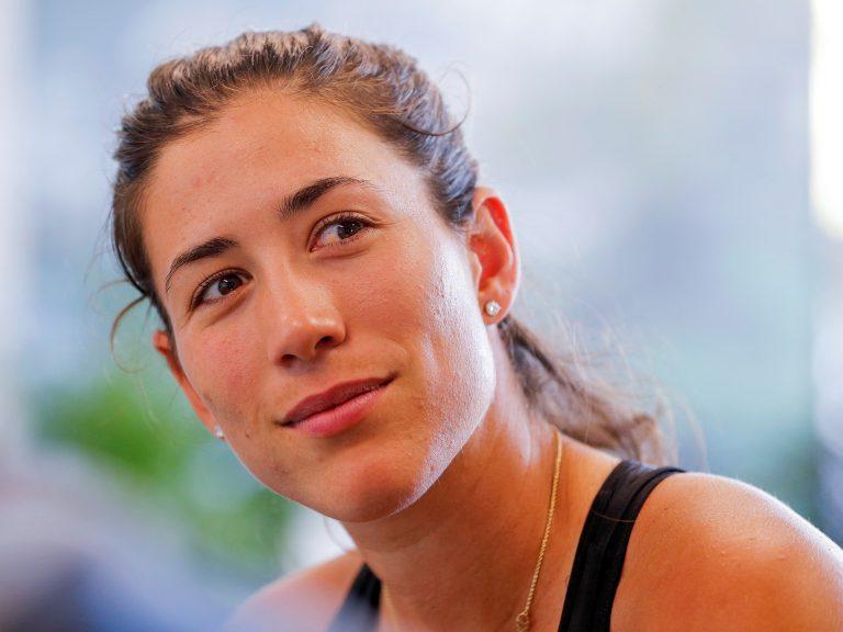 ELX19. MIAMI (ESTADOS UNIDOS), 20/03/2018.- La tenista española Garbiñe Muguruza ofrece una rueda de prensa con motivo de su participación en el Abierto de Miami disputado en Key Biscayne, Miami (Estados Unidos) hoy, 20 de marzo de 2018. EFE/ Erik S. Lesser
