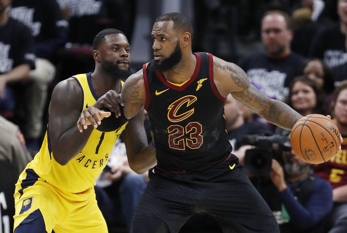 DMX11. Cleveland (United States), 15/04/2018.- Lance Stephenson (L) of the Indiana Pacers defends against LeBron James of the Cleveland Cavaliers during the second half of game 1 of the Eastern Conference First Round Playoffs at Quicken Loans Arena in Cleveland, Ohio, USA, 15 April 2018. (Baloncesto, Estados Unidos) EFE/EPA/DAVID MAXWELL SHUTTERSTOCK OUT