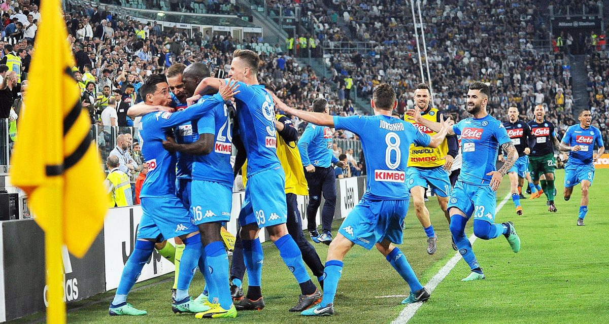 Turin (Italy), 22/04/2018.- Napoli's Kalidou Koulibaly (C-L) celebrates with his teammates after scoring the 1-0 lead during the Italian Serie A soccer match between Juventus FC and SSC Napoli in Turin, Italy, 22 April 2018. (Italia) EFE/EPA/ALESSANDRO DI MARCO