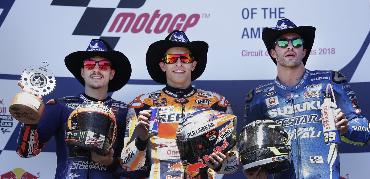 PBX02. Austin (United States), 23/04/2018.- Race winner Repsol Honda Team rider Marc Marquez of Spain (C) is flanked on the podium by second place finisher Movistar Yamaha MotoGP team rider Maverick Vinales of Spain (L) and third place finisher Team Suzuki Ecstar rider Andrea Iannone of Italy (R) following the MotoGP race at the Motorcycling Grand Prix of the Americas at Circuit of the Americas in Austin, Texas, USA 22 April 2018. Marquez won the race, his sixth consecutive win at the track. (España, Ciclismo, Motociclismo, Italia, Estados Unidos) EFE/EPA/PAUL BUCK