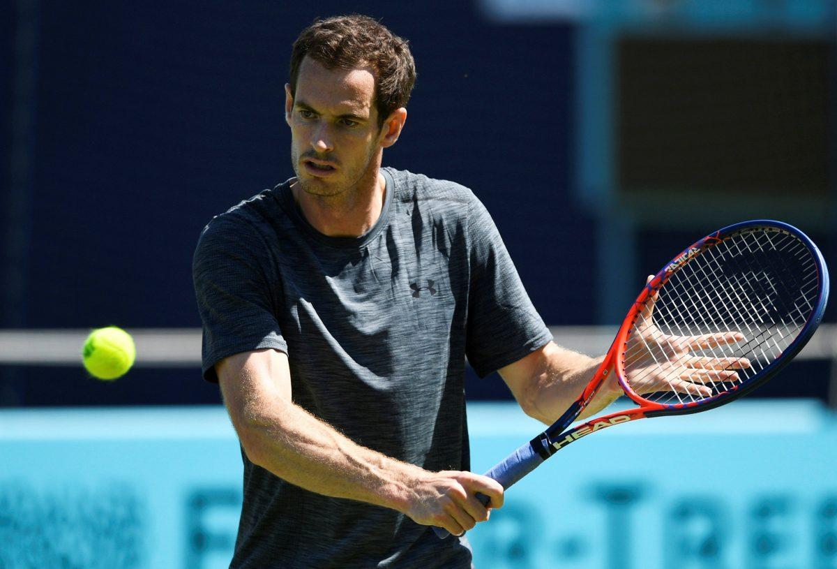 EPA7921. LONDRES (REINO UNIDO), 18/06/2018.- El tenista británico Andy Murray entrena durante su participación en el torneo de Queens que se disputa en Londres, Reino Unido, el 18 de junio del 2018. EFE/Neil Hall