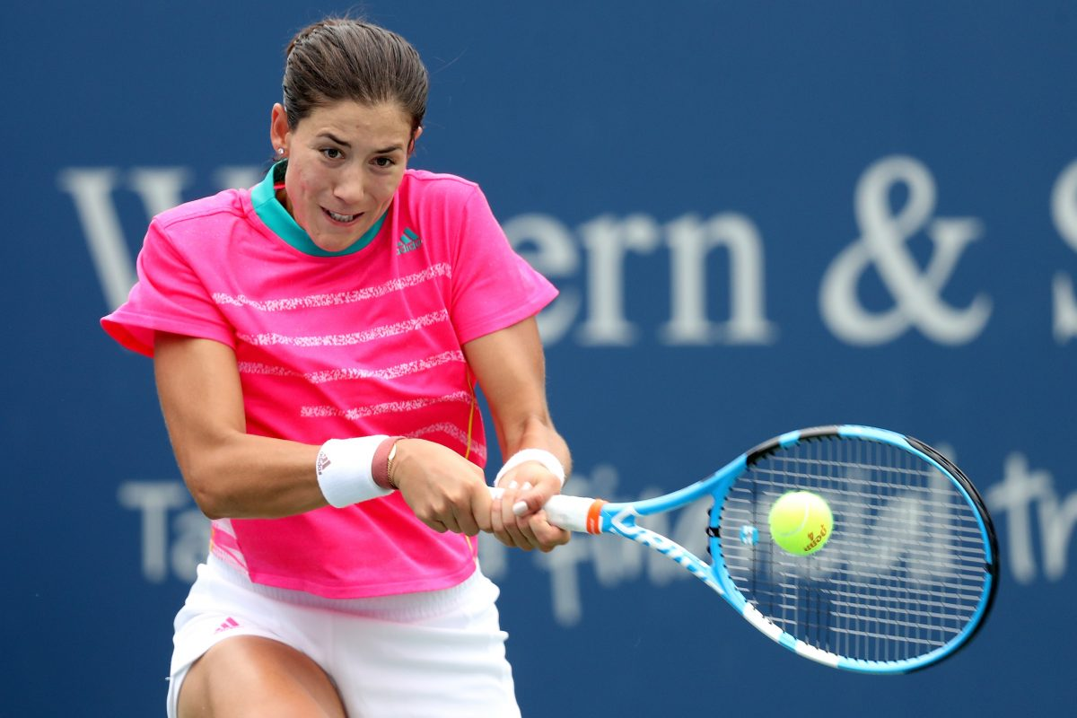 MASON, OH - AUGUST 15: Garbine Muguruza of Spain returns a shot to Lesia Tsurenko of Ukraine during the Western & Southern Open at Lindner Family Tennis Center on August 15, 2018 in Mason, Ohio.   Matthew Stockman/Getty Images/AFP