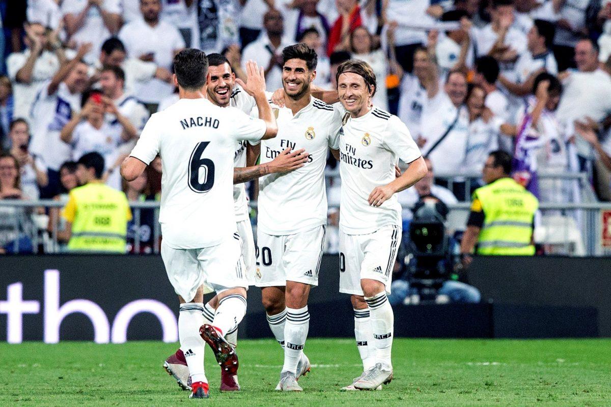 GRAF9850. MADRID, 22/09/2018.- El centrocampista del Real Madrid, Marco Asensio (2d), celebra su gol, el primero del partido correspondiente a la 5ª jornada de Liga de Primera División entre el Real Madrid y el RCD Espanyol en el estadio Santiago Bernabéu en Madrid. EFE/Rodrigo Jimenez