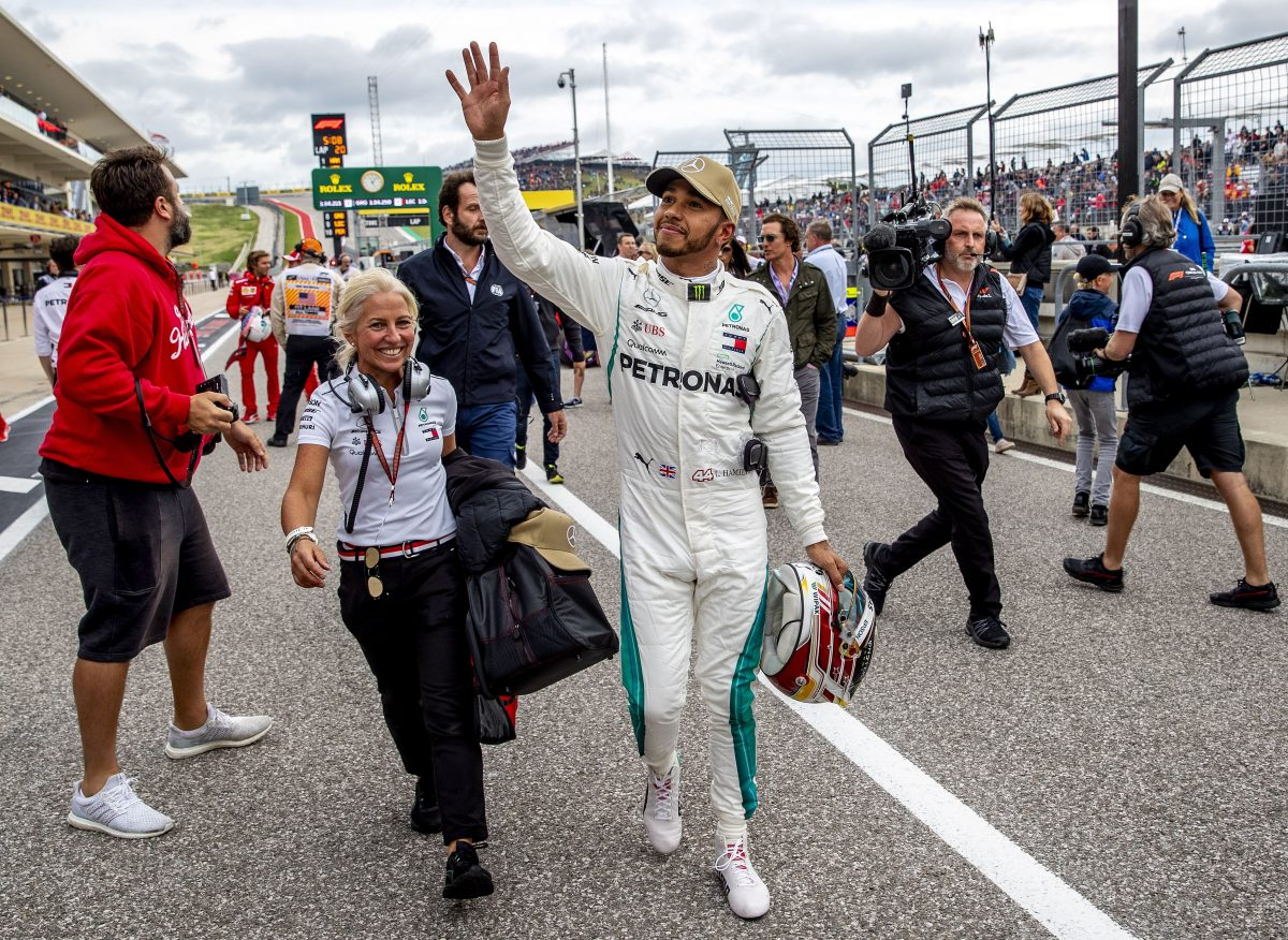 SUKI7057. Austin (United States), 20/10/2018.- British Formula One driver Lewis Hamilton (C) of Mercedes AMG GP reacts as he took pole position in the qualifying session for the United States Formula One Grand Prix at the Circuit of the Americas, in Austin, Texas, USA, 20 October 2018. The United States Formula One Grand Prix takes place on 21 October 2018. (Fórmula Uno, Estados Unidos) EFE/EPA/SRDJAN SUKI
