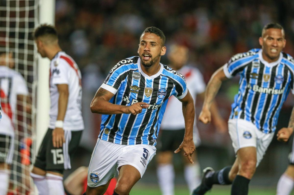 Gremio consiguió este martes un valioso triunfo por 0-1 ante River Plate en  el Monumental de Buenos Aires en el partido de ida de las semifinales de la  Copa ... c7f81bba1fe86
