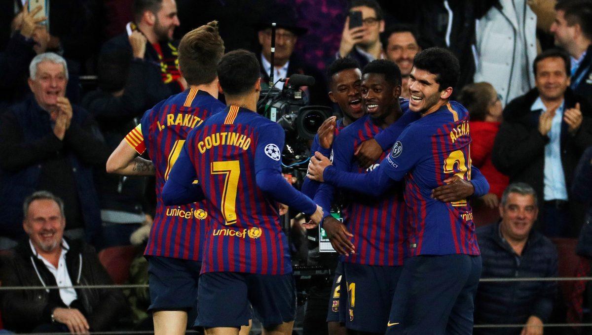 GRAF5445. BARCELONA, 11/12/2018.- El delantero francés del FC Barcelona Ousmane Dembélé (2d) celebra su gol, primero del equipo ante el Tottenham, durante el partido de la fase de grupos de la Liga de Campeones que FC Barcelona y Tottenham Hotspur juegan esta noche en el Camp Nou, en Barcelona. EFE/Alejandro García