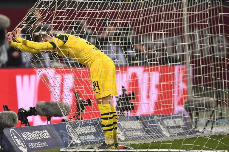EPA911. NUREMBERG (ALEMANIA), 18/02/2019.- Jacob Bruun Larsen de Dortmund reacciona este lunes durante el partido de fútbol de la Bundesliga alemana entre el FC Nuremberg y el Borussia Dortmund, en Nuremberg (Alemania). EFE/ Lukas Barth-tuttas LAS REGULACIONES DE DFL PROHÍBEN EL USO DE FOTOGRAFÍAS COMO SECUENCIAS DE IMÁGENES Y / O CUASI VIDEOS
