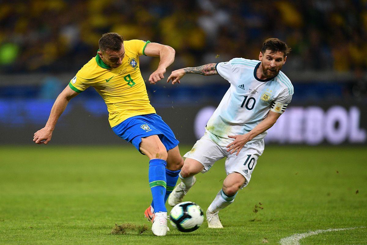 FIFA aplazó eliminatorias de Concacaf y mantuvo las de Conmebol